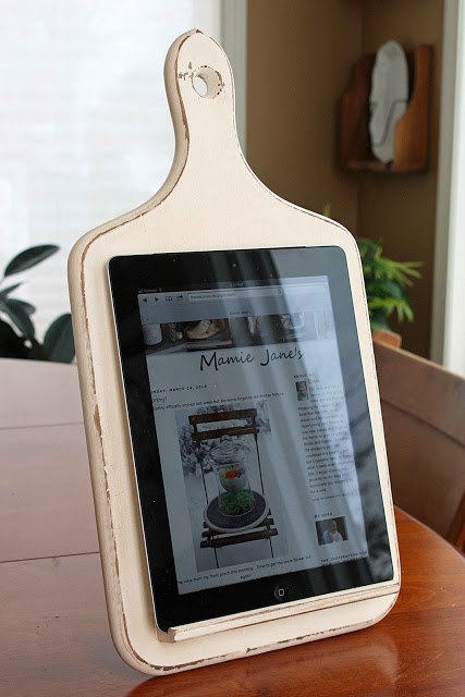 Kitchen Tablet Holder + 49 More DIY Gift Ideas for Christmas