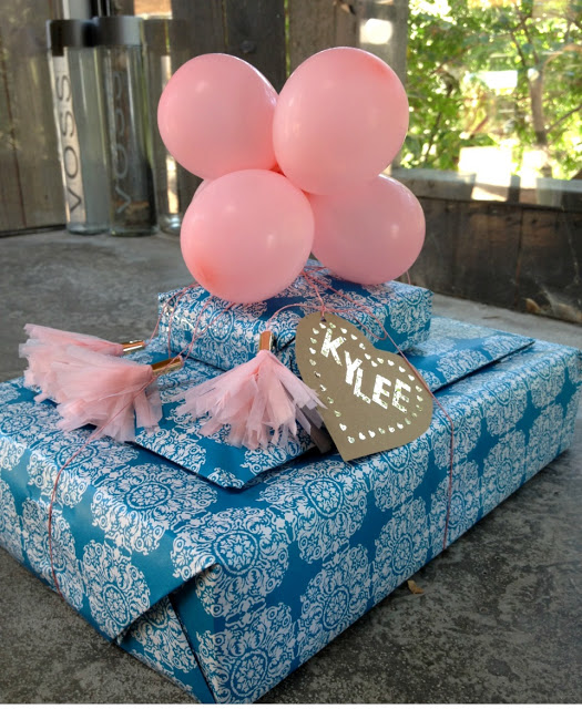 Balloons Gift Topper Plus More Unusual Gift Topper Ideas
