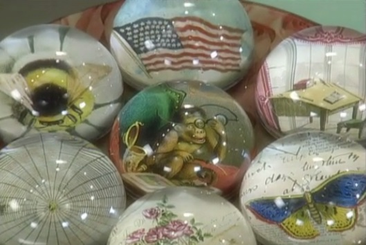 Decoupage Paperweight + 49 More DIY Christmas Gift Ideas You Should Start Creating Now