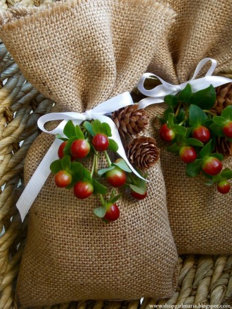 Five Stunning Ways to use Burlap for Wrapping Gifts 2