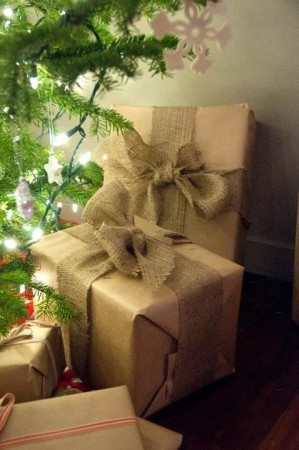 Five Stunning Ways to use Burlap for Wrapping Gifts 3