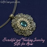 Beautiful and Touching Jewelry Gifts for Moms